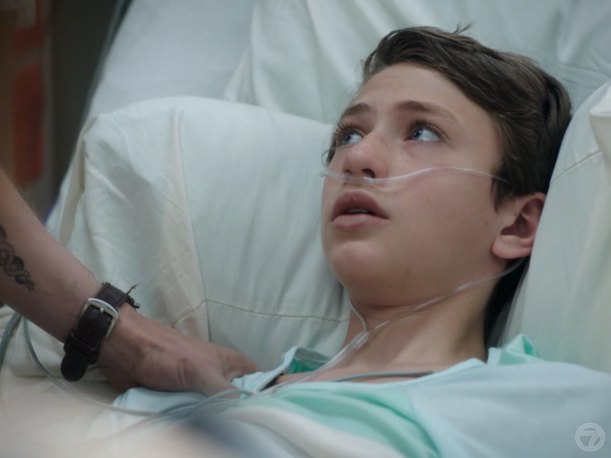 'The Resident' 2x02 Jack on his hospital bed looking at Conrad.